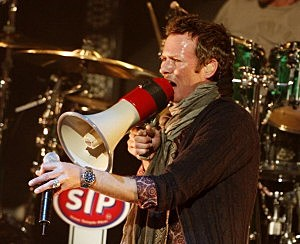 Singer Scott Weiland of Stone Temple Pilots performs at KROQ's Almost Acoustic Xmas at the Gibson Amphitheatre on December 13, 2008 in Universal City, California.